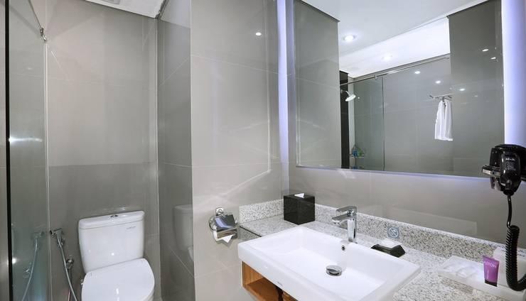 Aston Inn Batu Malang - Superior Bathroom