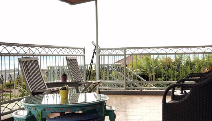 Villa Alessandra Lembang - Balcon