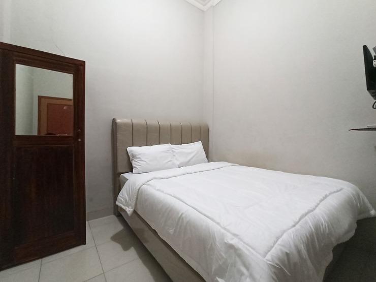 OYO 3761 Djayatama Guest House Syariah Bandar Lampung - Guestroom S/D