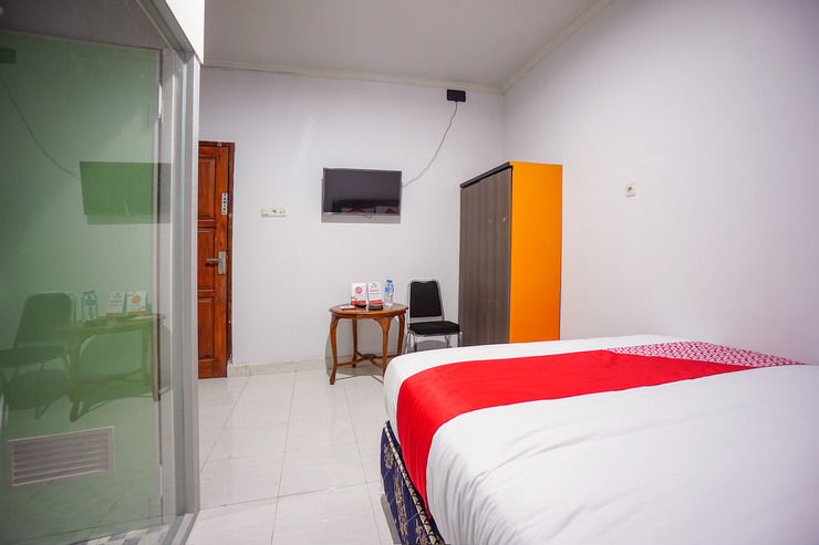OYO 1545 Bs Residence Manado - Bedroom DL D