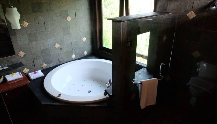Villa Petra Ungaran Semarang - Bathroom