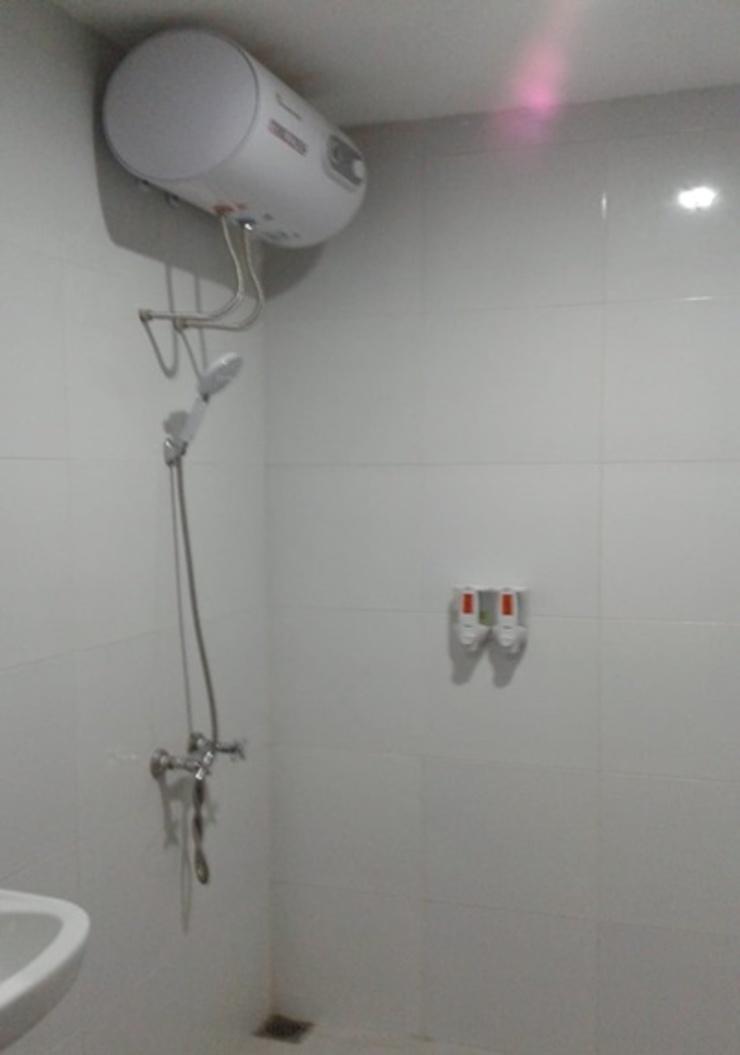 Clover Guest House Mimika - Bathroom
