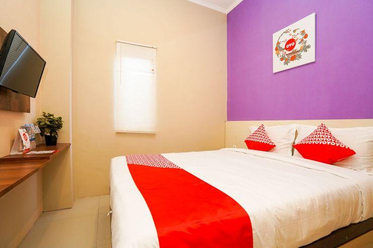 OYO 1169 Kupang Gunung Residence Syariah Surabaya - Bedroom