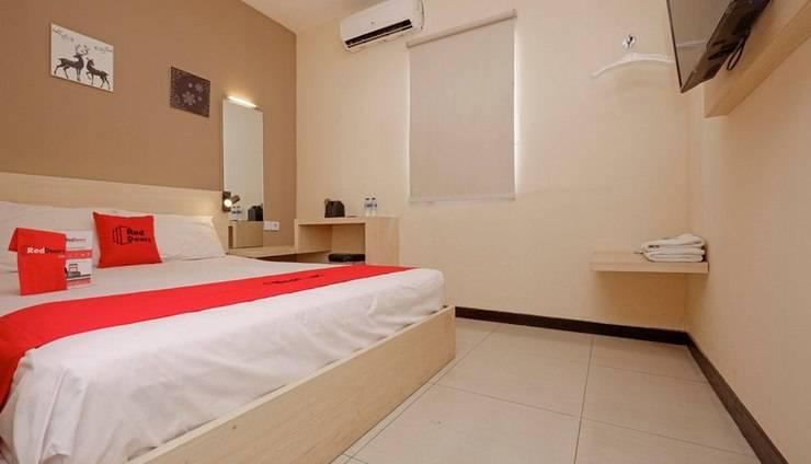 RedDoorz Plus near Sam Po Kong Semarang -