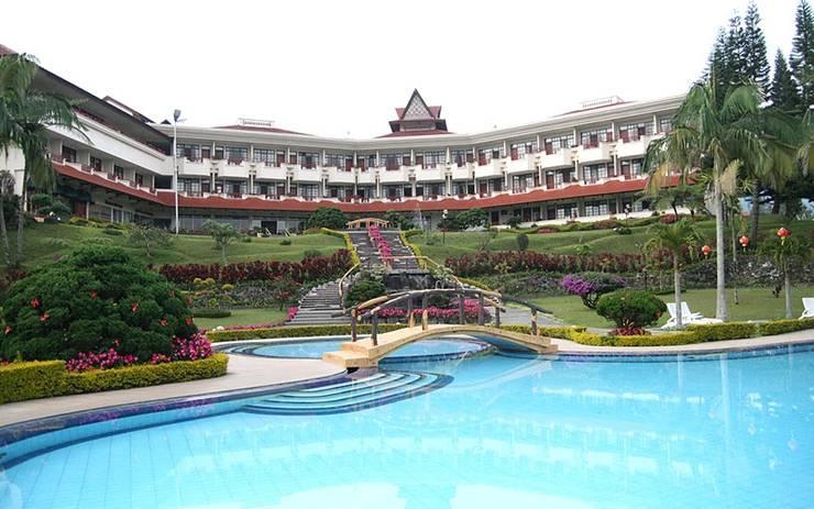 Sinabung Hills Resort Berastagi - Swimming Pool