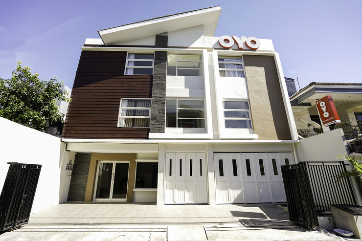 OYO 781 erga family residence Surabaya - Facade