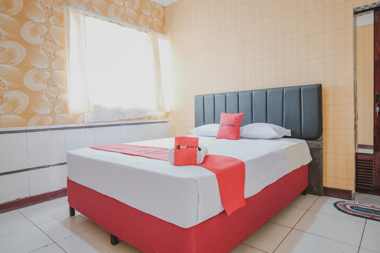 RedDoorz Plus near Istana Maimun Medan Medan - Photo