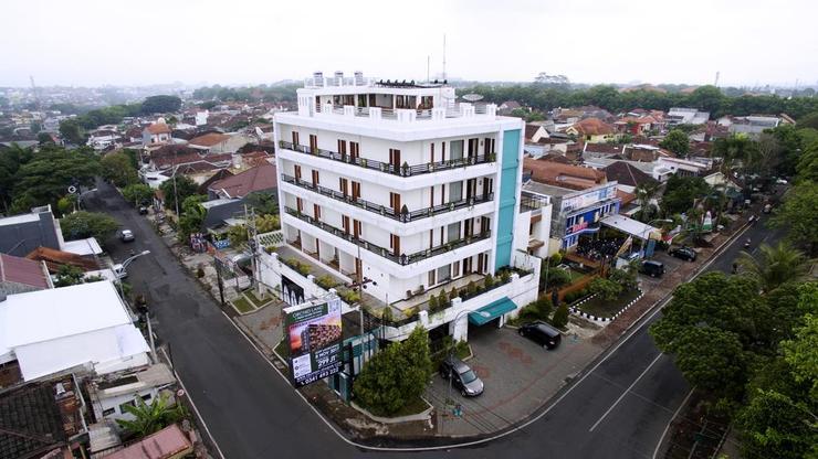 Ratu Homestay Malang Malang - Building