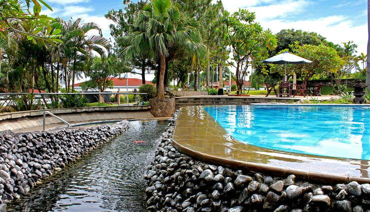 Patra Jasa Semarang Convention Hotel Semarang - Pemandangan Kolam Renang