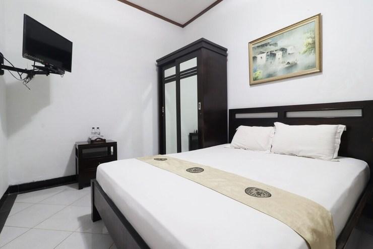 Dinnar Homestay Syariah Surabaya - Bedroom
