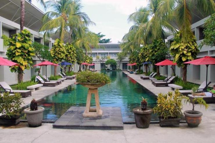 OYO Flagship 760 Oasis Kuta Bali - Swimming Pool