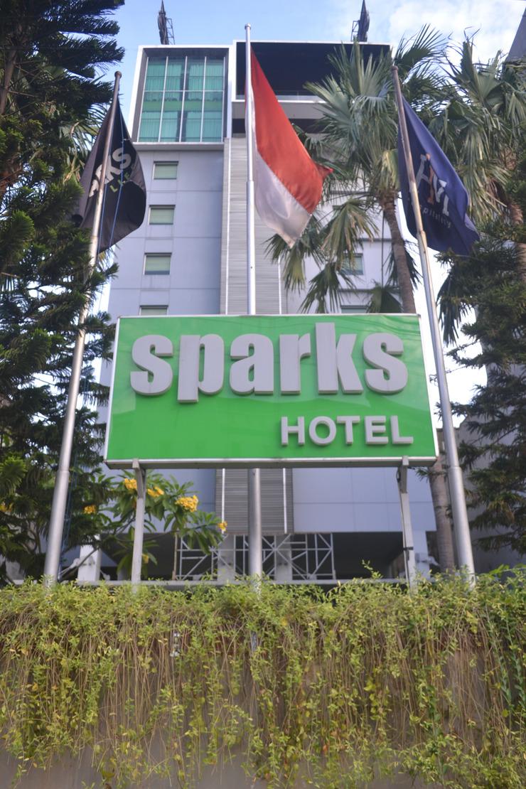 Sparks Hotel Mangga Besar Jakarta - Facade