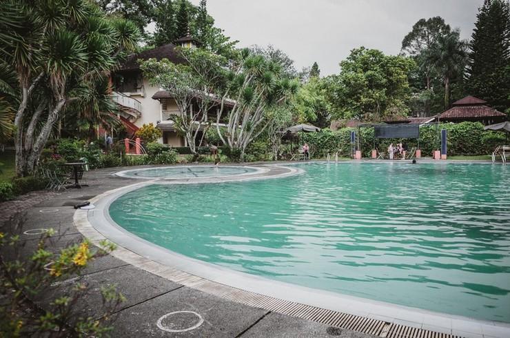 RedDoorz Plus @ Suryakencana Kota Sukabumi Sukabumi - Swimming Pool