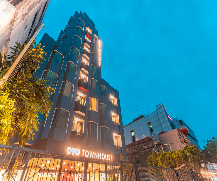 OYO Town House 2 Hotel Gunung Sahari Jakarta - Facade