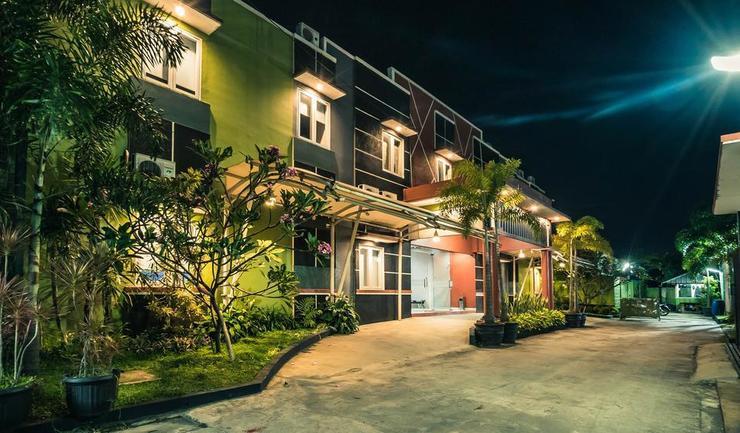 OYO 342 De'Kayakini Hotel Bandung - Facade