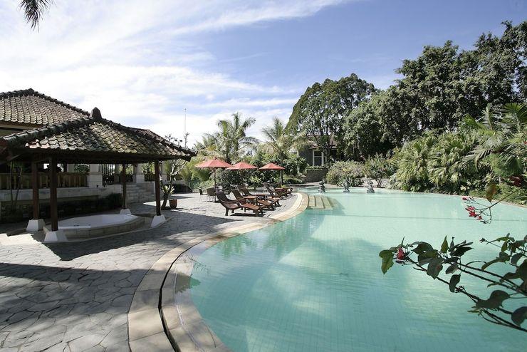 Novus Giri Resort & Spa Puncak - Outdoor Pool