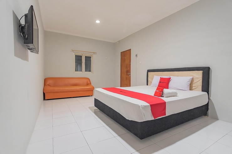 RedDoorz Plus @ Bukit Cinta Street Balikpapan - photo