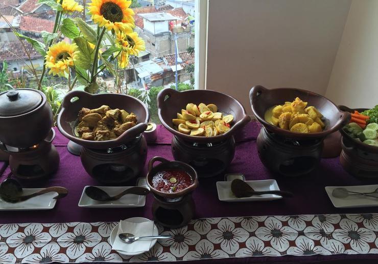 Sensa Hotel  Bandung - Food & Beverage