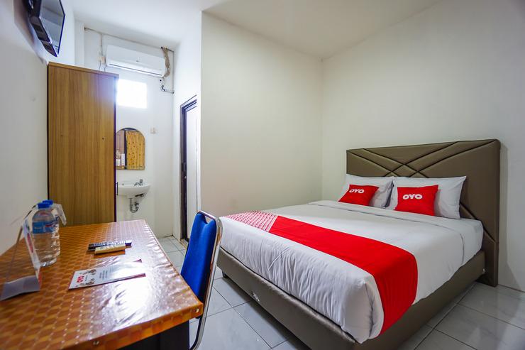 OYO 1693 Edward Residence Malalayang Manado - Bedroom S/D