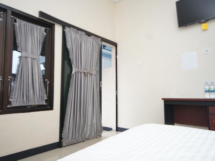 Wisma Merdeka Syariah Palembang - standard double bedroom