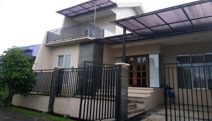 Villa Iggy Batu Malang - Facade