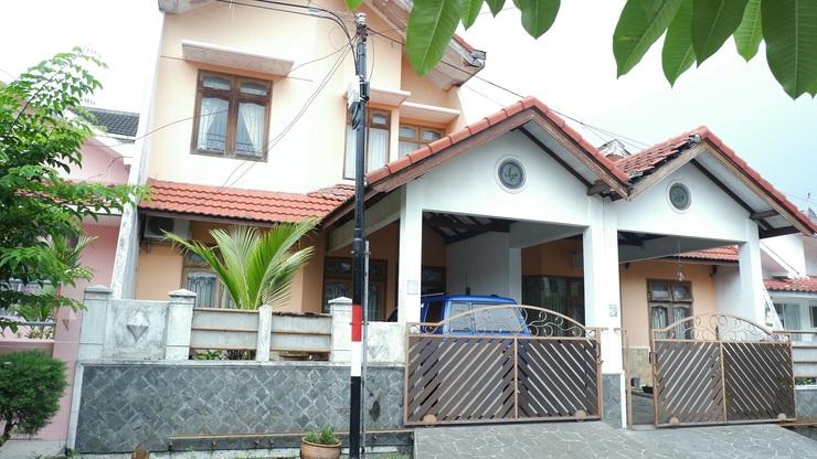 Villa Rumah Cahaya - 3 Bedrooms Malang - bangunan