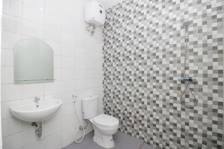 Airy Gunung Anyar Pecatu Tiga E9 Surabaya - Bathroom