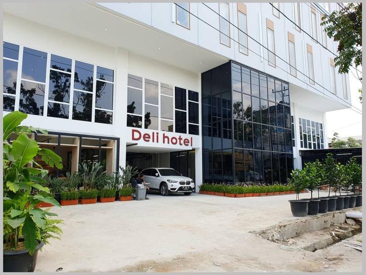 Deli Hotel Medan - Facade