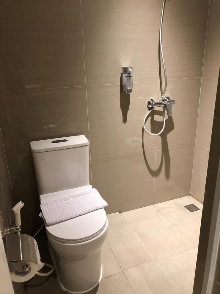Deli Hotel Medan - Bathroom & Toilet