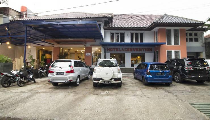 RedDoorz Near RS Hasan Sadikin Bandung - Eksterior