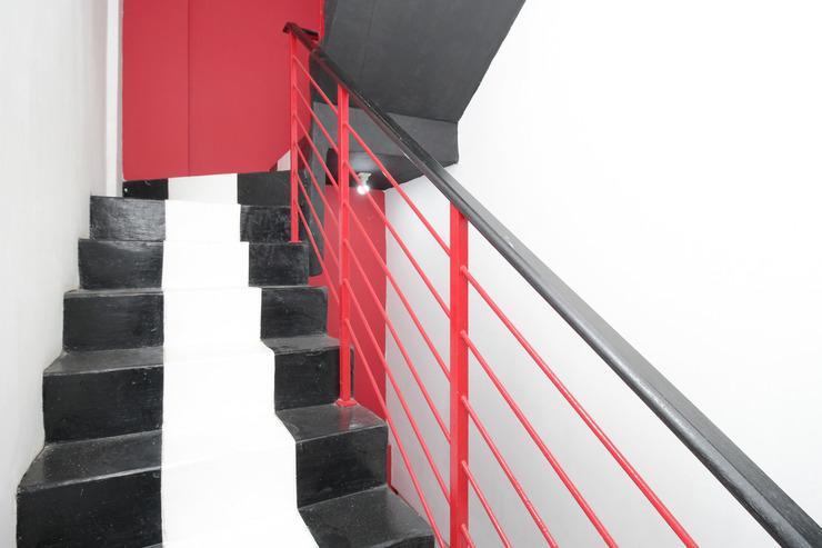 Airy Eco Syariah Duri Kosambi Interkota Indah Blok C4 Jakarta - Stairs