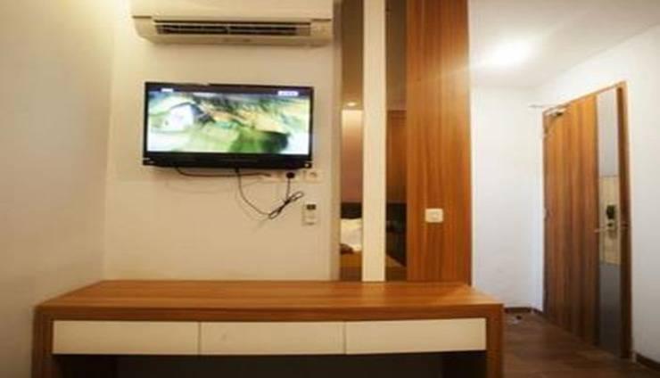 Front One Cabin Gajahmada (Formely DeGreen Inn) Jakarta - Room