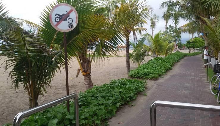 Palm Beach Hotel Kuta  - Akses kepantai hanya menyeberang jalan saja