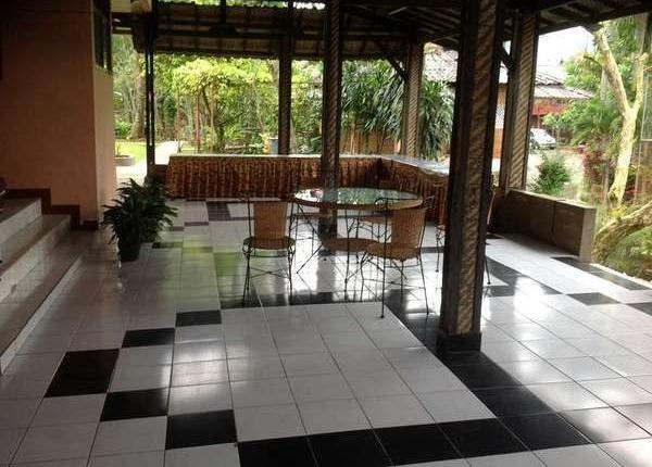 Aquarius Orange Resort Bogor - Teras