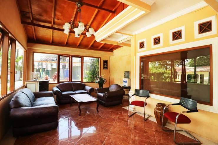 Aquarius Orange Resort Bogor - Lobby