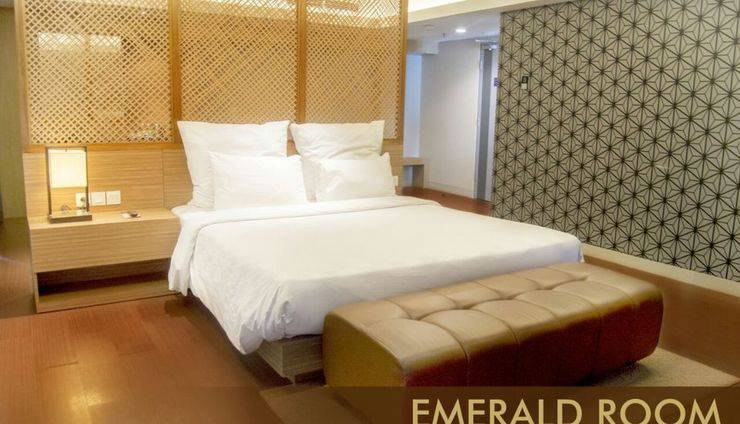 Crown Prince Hotel Surabaya - EMERALD ROOM