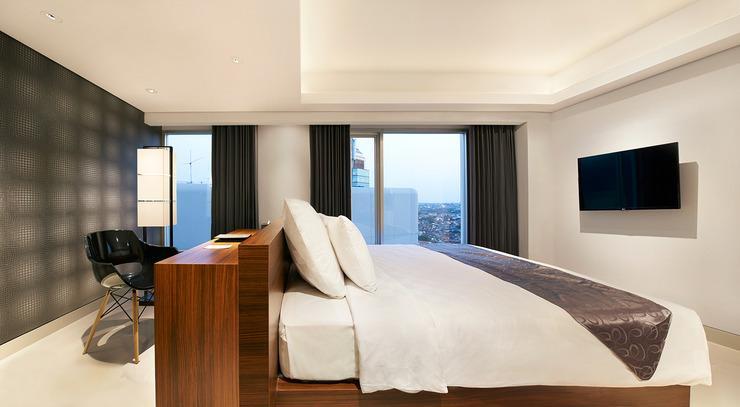 Crown Prince Hotel Surabaya - COMFY