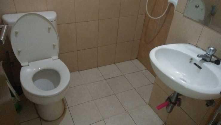 Wen Rent Apartement Depok - Bathroom