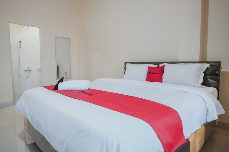 RedDoorz near Ringroad City Walks Medan Medan - Kamar Tamu