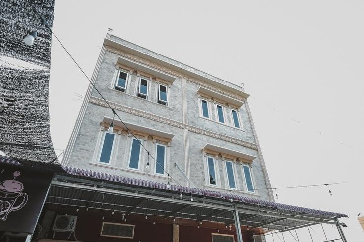 RedDoorz near Ringroad City Walks Medan Medan - Bangunan Properti