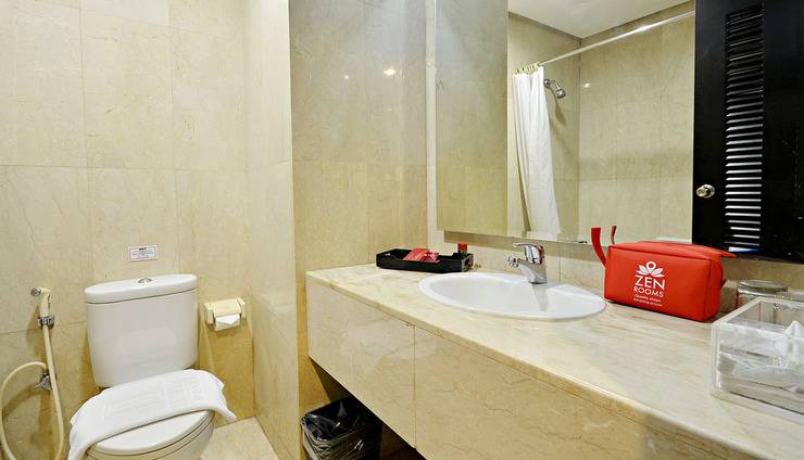 ZEN Premium Bandengan Selatan Jakarta - Kamar mandi