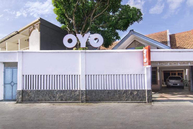 OYO 890 Dewi Fortuna Guest House Yogyakarta - Facade