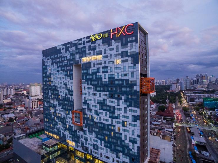 Yello Hotel Harmoni Jakarta - Building