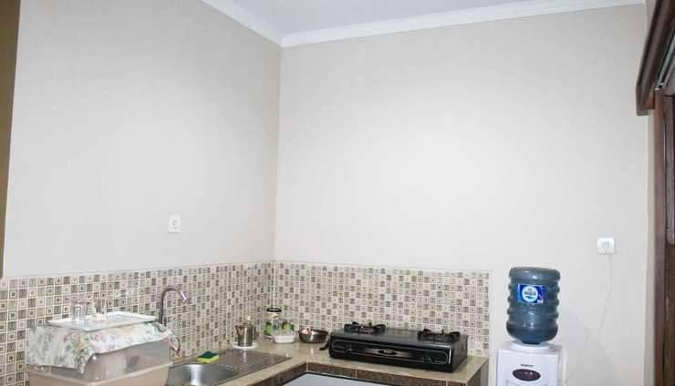 Sweet Home Homestay Jogja - Kitchen