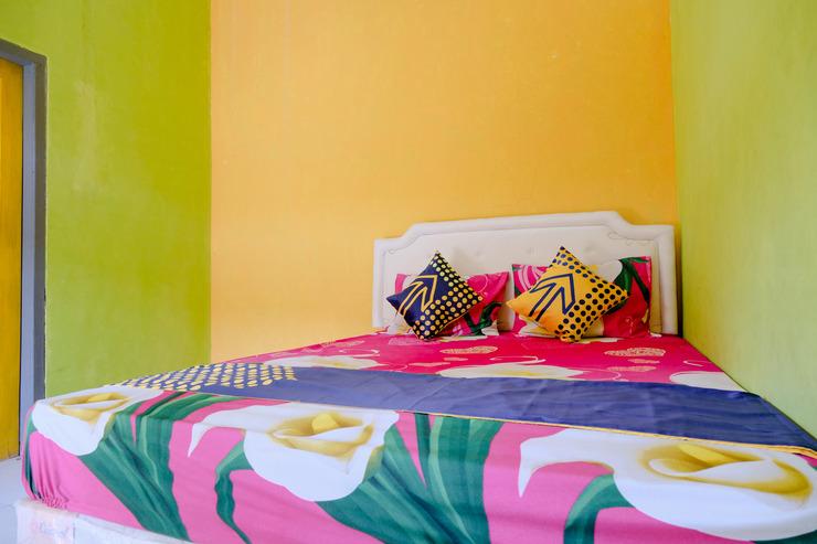 SPOT ON 1773 Ilyasa Family Madiun - Bedroom