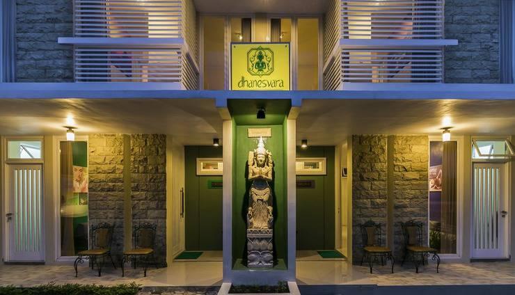 Dhanesvara Villa Malang - Halaman Depan