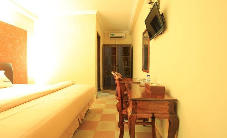 RedDoorz near Discovery Mall Kuta Bali - Bedroom