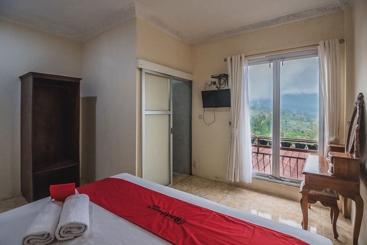 RedDoorz near Kebun Raya Cibodas Cianjur - Kamar Tamu