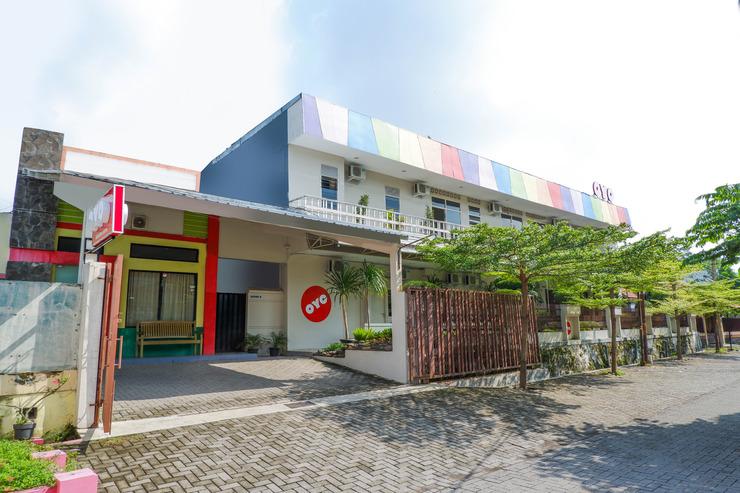 OYO 546 New Mira Hotel Semarang - Facade