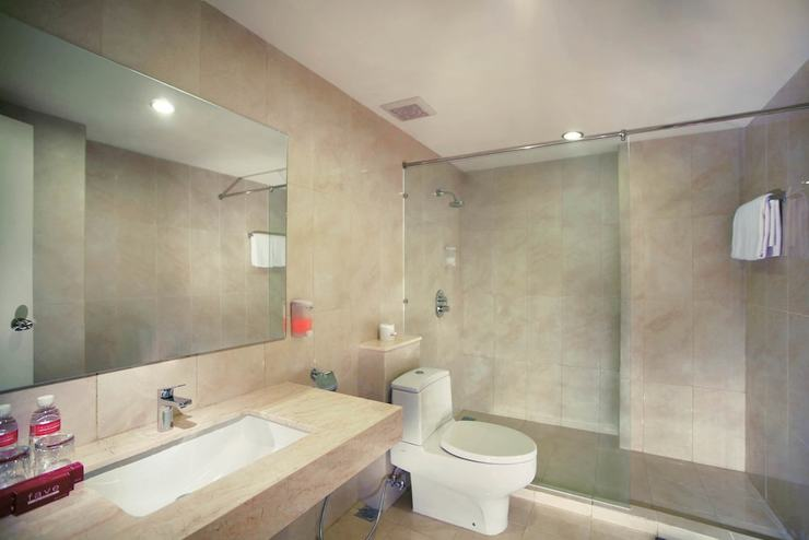 Favehotel Hyper Square Bandung - Bathroom